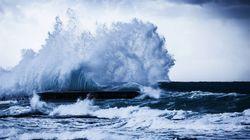 19호 태풍 '하기비스'가 괌 동쪽 해상에서 발달하고