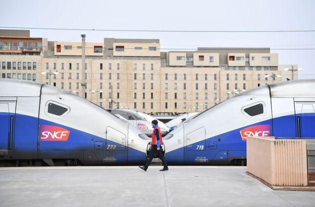 Vendredi 4 octobre, des centaines de voyageurs SNCF ont été bloqués à Marseille...