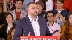Cachondeo con lo que ocurrió en este mitin del PSOE en Oviedo: mira bien al chico de