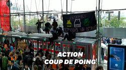 Des militants écologistes bloquent le centre commercial Italie 2 à