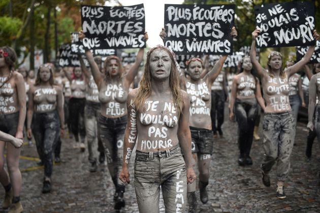 Inna Shevchenko et une centaine de Femen ont mené une grande opération contre le féminicide...