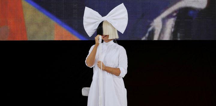 Sia (ici sur scène le 22 juillet 2016) annonce être atteinte du syndrome d'Ehlers-Danlos