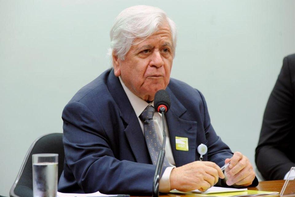 Diretor-presidente da Anvisa, William Dib acredita que Justiça vai rever decisões favoráveis...