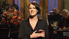 Phoebe Waller-Jembatan Berjalan Penuh 'Burung' Di 'Saturday Night Live'