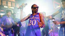 University Of Kansas Entschuldigt Sich Für Snoop Dogg Show Mit Stripper Pole