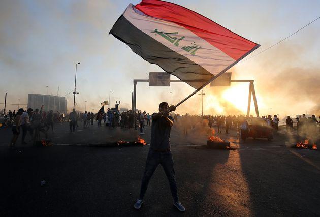 Après 100 morts en 5 jours, l'Irak annonce des mesures sociales pour tenter de calmer la protestation...