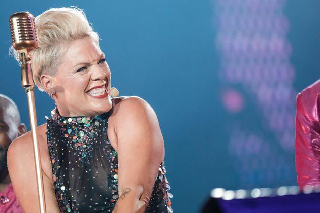 Em outro momento marcante, a cantora usou um vídeo para falar de temas como bullying, preconceito...