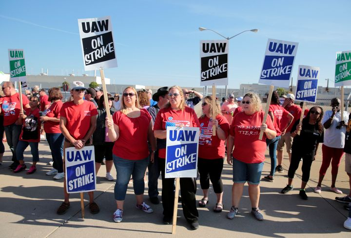 General Motors assembly workers picket outside the shuttered Lordstown Assembly plant during the United Auto Workers (UAW) na