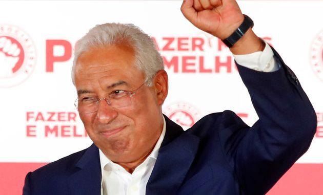 Antonio Costa célèbre sa large victoire aux législatives portugaises ce 6 octobre...