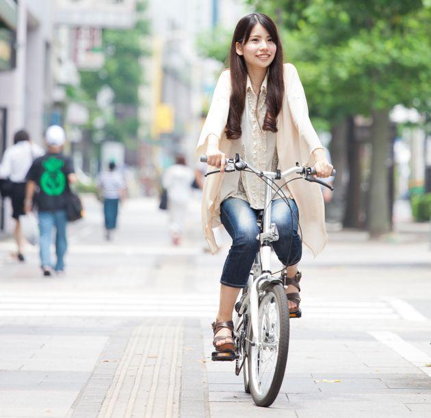 気軽に移動!軽量で収納性抜群のおすすめ折りたたみ自転車と安全グッズ5選!