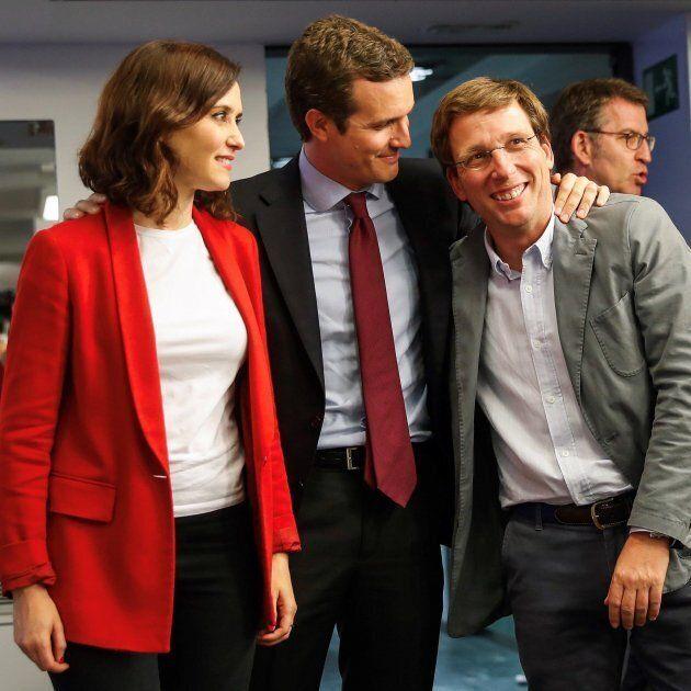 El líder del PP, Pablo Casado, junto al alcalde de Madrid Martínez Almeida y la presidenta de la Comunidad,...