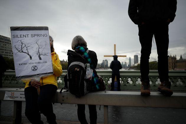 Διαδηλώσεις ακτιβιστών για το κλίμα σε πόλεις ανά τον