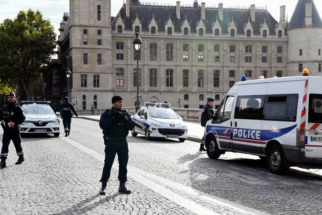 Après l'attaque à la Préfecture de police de Paris, plusieurs questions se posent...
