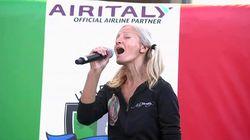 Una cantante sin techo logra salir de la calle gracias a una campaña