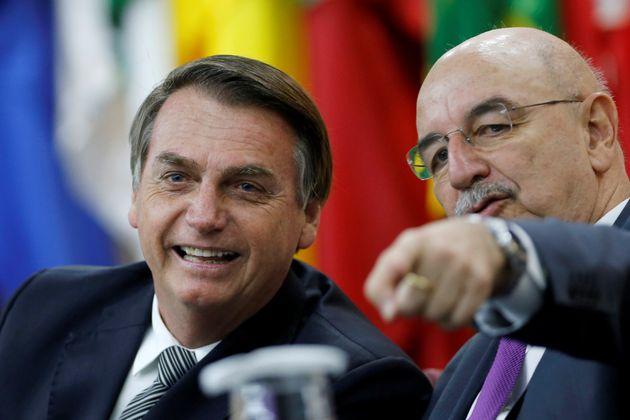 Presidente Jair Bolsonaro ao lado do ministro da Cidadania, Osmar
