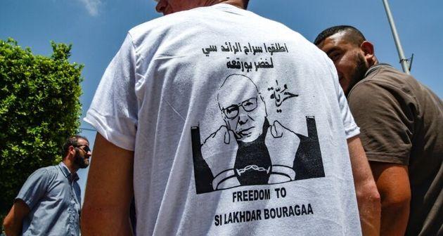 Un manifestant porte un T-shirt demandant la libération de Lakhdar Bouregaa, le 10 juillet 2019 à