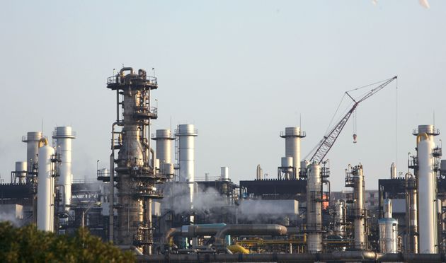 A view of a liquefied petroleum gas refinery in Arzew near the western city of Oran July 30, 2007. REUTERS/Zohra...