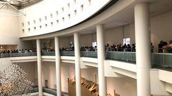「表現の不自由展」、厳戒態勢で再開。30人の枠に709人が並ぶ 現地の様子は?