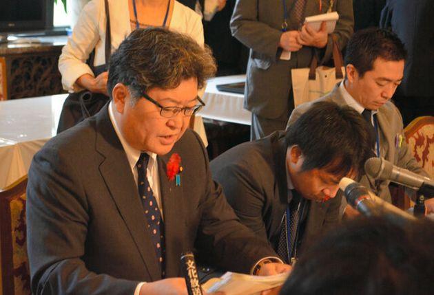 閣議後の囲み取材で答える萩生田光一文部科学相=2019年10月8日午前9時51分、国会内