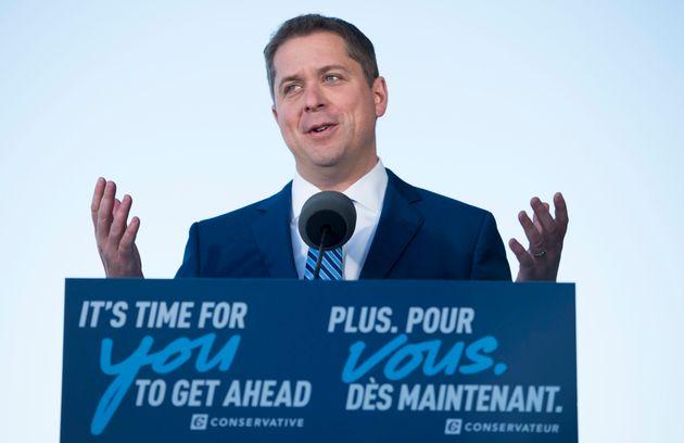 Le chef conservateur Andrew Scheer fait une annonce matinale lors d'un arrêt de la campagne à...