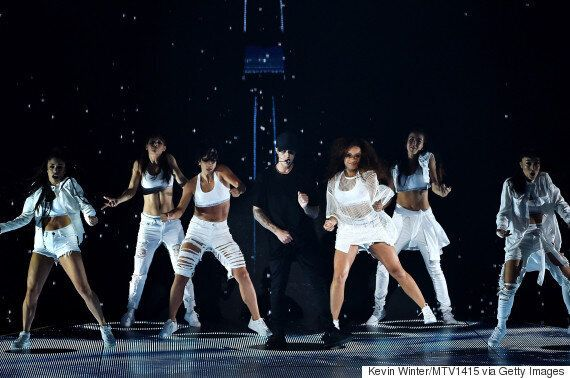Justin Bieber Cries And Flies On The VMA Stage, Performs 'What Do You Mean' And 'Where Are U