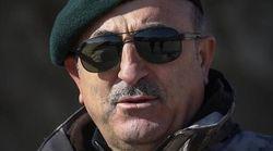 Ο Τσαβούσογλου βάζει τα χακί και τα τουρκικά ΜΜΕ
