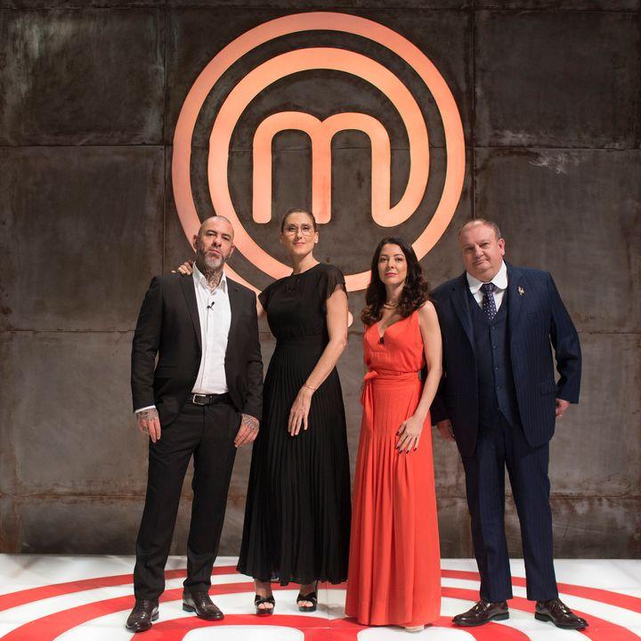 Os jurados Henrique Fogaça, Paola Carosella e Erick Jacquin com a apresentadora Ana Paula Padrão.