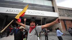 Miles de indígenas toman el Parlamento de Ecuador y son desalojados por Policía y