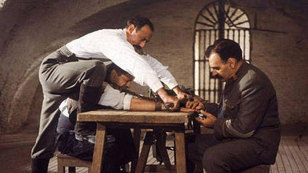 Fotograma de 'El crimen de Cuenca' que muestra una escena de
