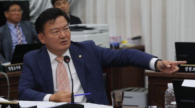 민경욱이 '조국 동생 구속영장 기각' 명재권 판사를