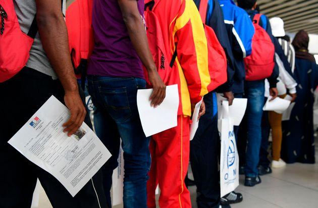 Impossible de prendre rendez-vous en préfecture? Des migrants assignent l'État en justice...