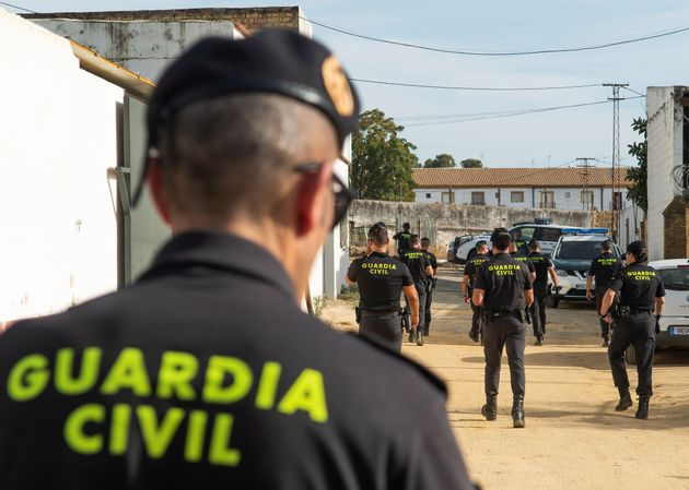 Dispositivo de búsqueda de la Guardia Civil, a las afueras de la localidad sevillana de