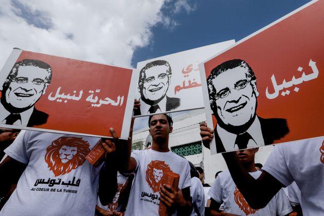L'équipe de campagne de Nabil Karoui organise une marche de contestation à travers le