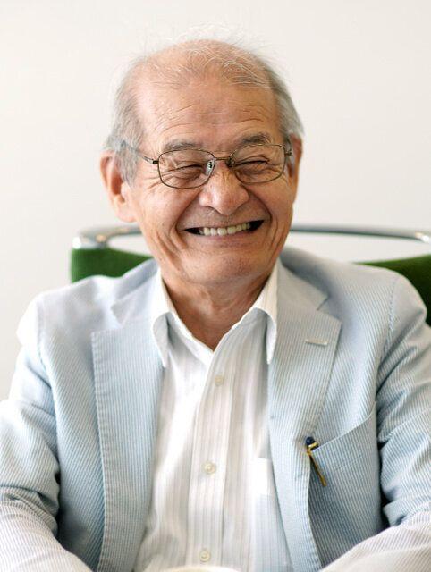 笑顔でインタビューに答える吉野彰さん=東京都千代田区、鬼室黎撮影