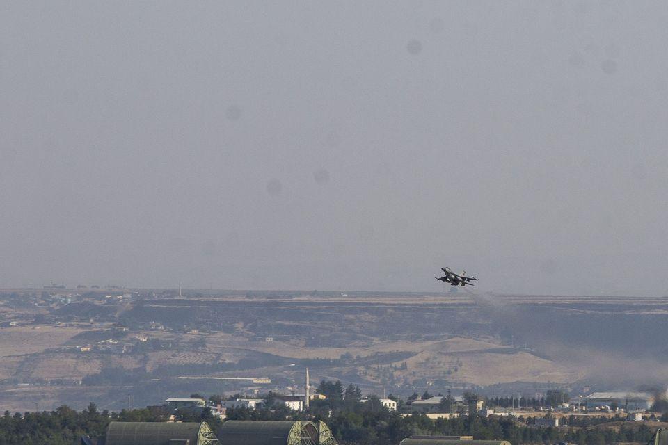 Τουρκικά μαχητικά αεροσκάφη...