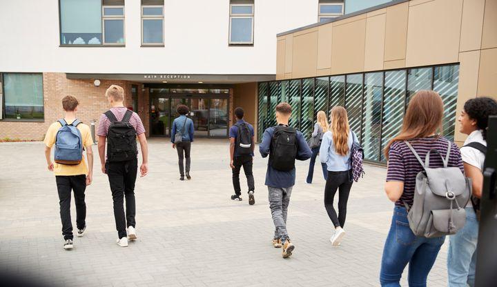 """Dans les établissements scolaires, ce sont surtout les règlements intérieurs qui déterminent ce qu'est une tenue vestimentaire """"correcte""""."""