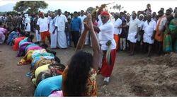 Ινδία: Ιερείς μαστιγώνουν γυναίκες και κορίτσια για να τις απαλλάξουν από τα κακά