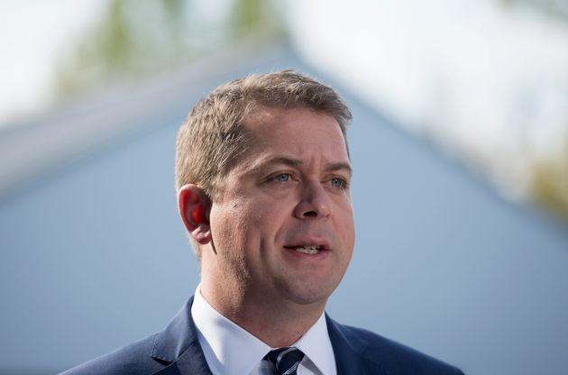 Le chef conservateur Andrew Scheer fait une annonce à la frontière canado-américaine...