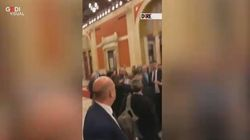 Spintoni e urla tra deputati di M5s e FdI dopo il voto sul taglio dei