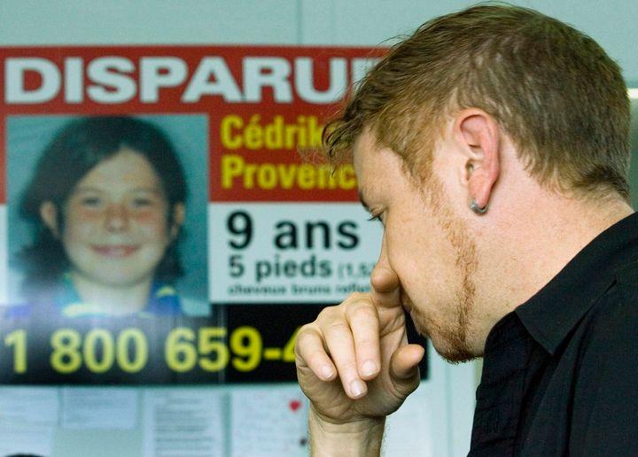 Martin Provencher s'adresse aux médias, en septembre 2007 à Trois-Rivières, quelques semaines après la disparition de sa fille Cédrika. Les policiers recherchaient à l'époque un homme blanc, âgé entre 30 et 40 ans et conduisant une Acura rouge.