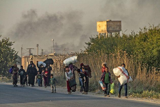 Dans les régions touchées par les premiers bombardements turcs, les populations