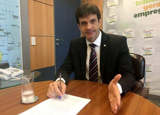 Ministro do Turismo, acusado de comandar esquema de candidaturas laranjas do PSL mineiro, está...