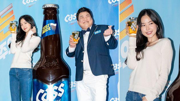 '카스 신규 CF 공개 기자간담회'에서 대형 카스와 함께 포즈를 취한 김준현과