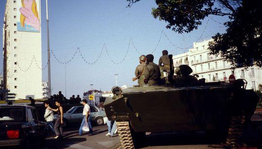 """De l'été """"testoza"""" au carnage du 10 octobre 1988: l'Algérie entre deux discours de"""