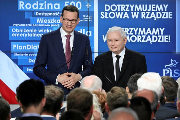 El primer ministro polaco, Mateusz Morawiecki, y el presidente de Ley y Justicia, Jaroslaw Kaczynski,...