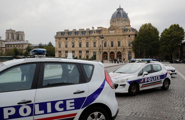 La police sécurise la préfecture de police de Paris après l'attaque le 3