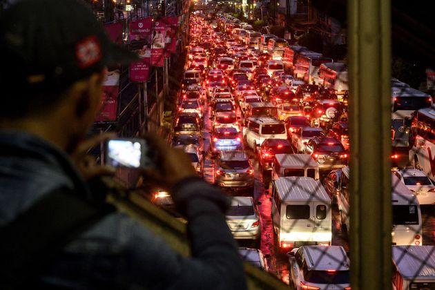 «Να ξεκινάτε νωρίτερα» - Η απίστευτη απάντηση της κυβέρνησης των Φιλιππίνων για το κυκλοφοριακό