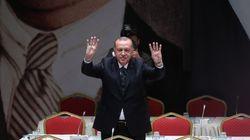 Face aux critiques, Erdogan menace d'envoyer 3,6 millions de migrants en