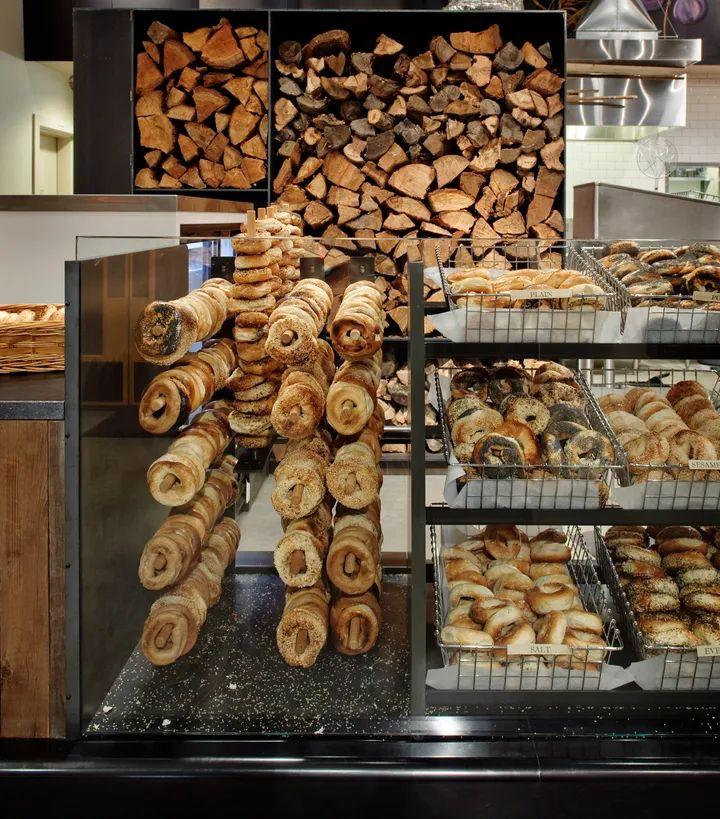 À Seattle, Eltana sert des bagels montréalais cuits au feu de bois.