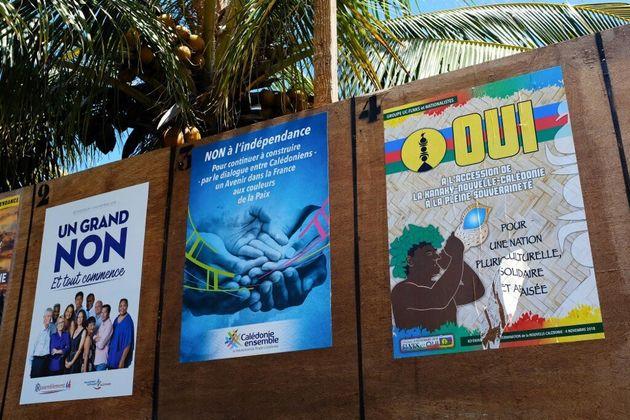 Des panneaux pour le premier référendum en Nouvelle-Calédonie le 4 novembre